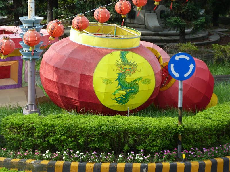 Keelung. Cimetière Francais.Avant quil ne soit vandalisé en novembre 2012.     Temple Zhupu Altar. - P1240802.JPG