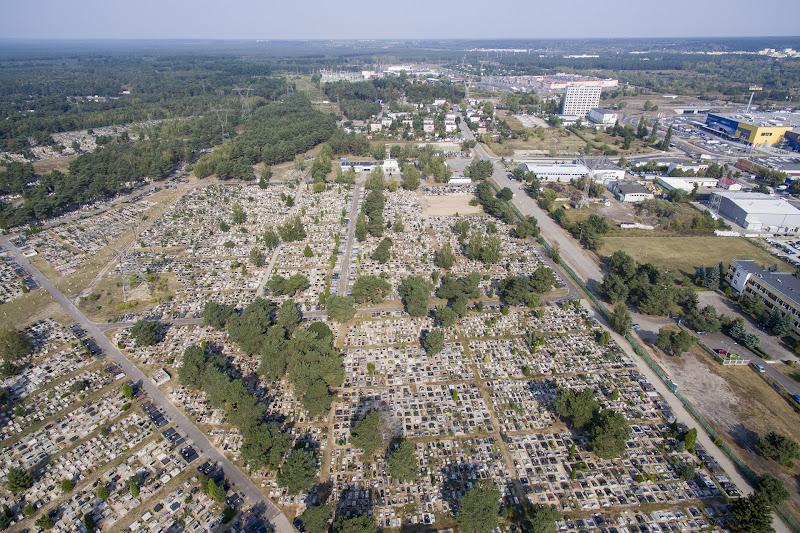wynajem drona zdjęcia z lotu ptaka z drona cmentarz przy ul. Wiślanej w Bydgoszczy z lotu ptaka