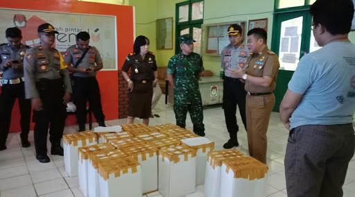 Pj Bupati Bone, Cek dan Pantau Mobilisasi Logistik Pilkada Serentak 2018 di Kecamatan