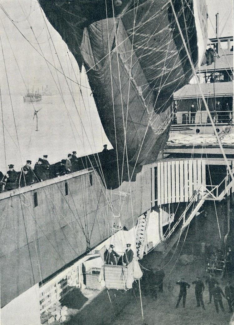 5- Detalle de la bodega del CANNING y sus facilidades. Se aprecia la barquilla del globo de observación. De la revista Shipbuilding and Shipping Record. 23 de marzo de 1916.JPG