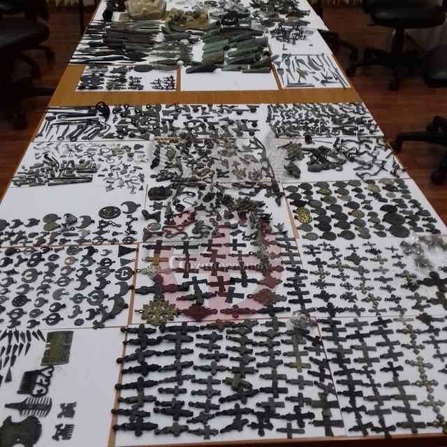 Τα Σερβικά Τελωνεία βρίσκουν 2.000 ιστορικά αντικείμενα κρυμμένα σε φορτηγό- ΦΩΤΟ.