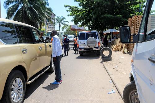 kinshasa la police proc de au contr le des taxis non identifi s d s mercredi radio okapi. Black Bedroom Furniture Sets. Home Design Ideas