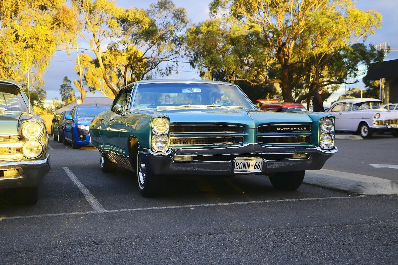 1966 Pontiac Bonneville Front.jpg