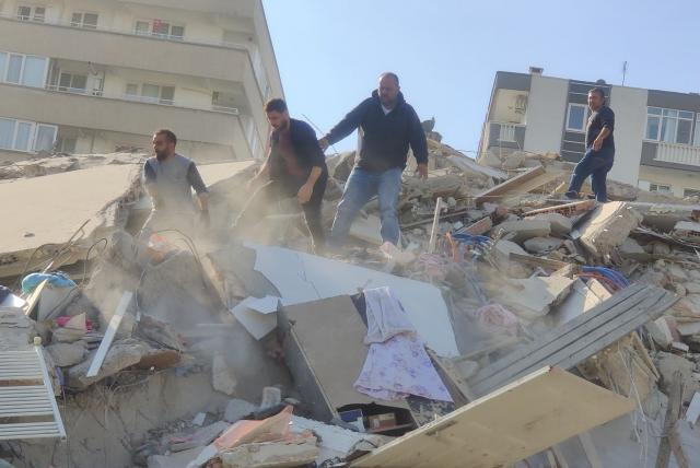 PRIMERAS IMÁGENES: Daños tras el potente terremoto de 6,9 que sacudió Turquía y Grecia.