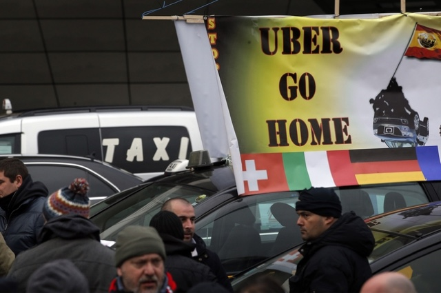 taxi leaks police fire tear gas at french taxi drivers in anti uber protest. Black Bedroom Furniture Sets. Home Design Ideas