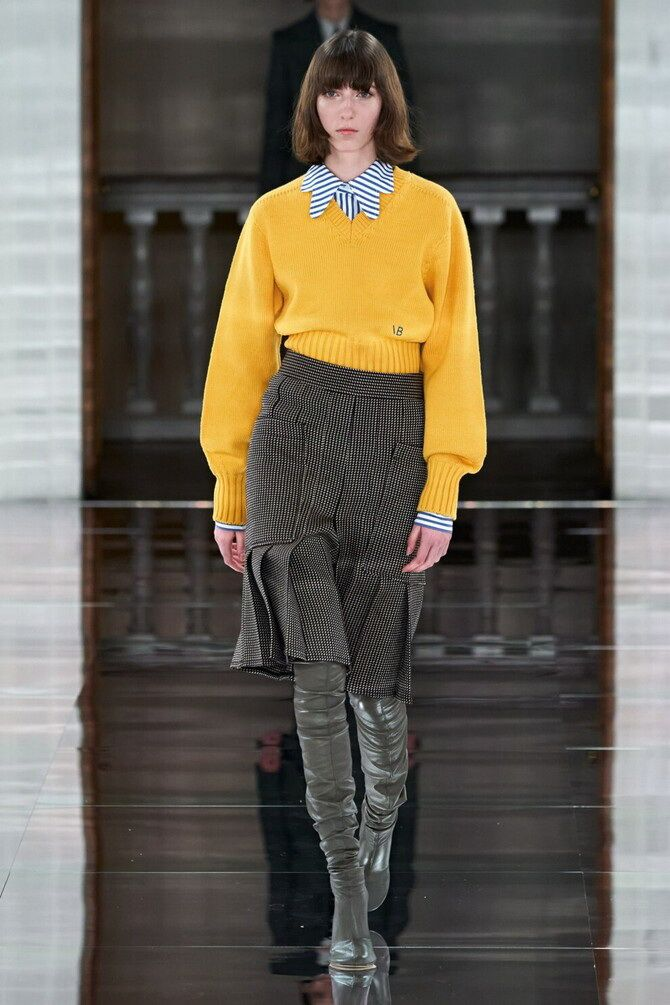 Sweater and a skirt: the most fashionable winter combinations 15