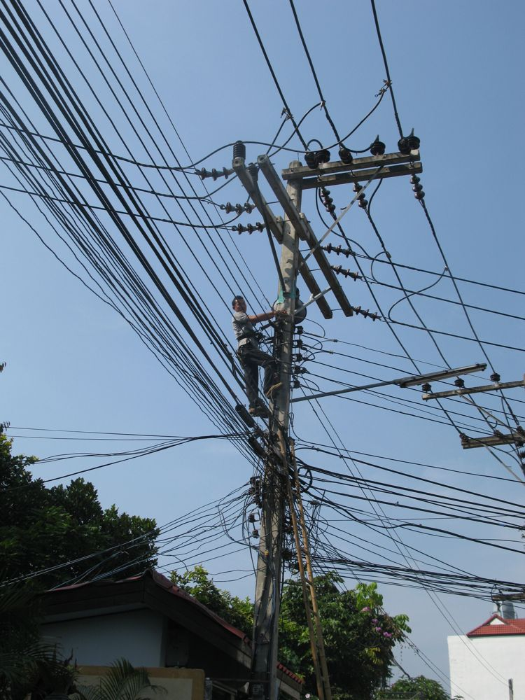 Life in the Deep South of France: Thailand: Electrical Chaos