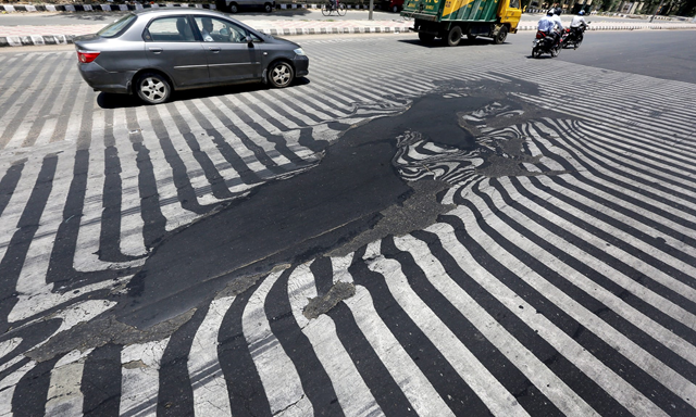 Melting asphalt caused road markings to distort in New Delhi, during a 2015 heatwave. Photo: Harish Tyagi / EPA