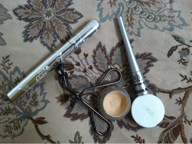 Cat-Eyes and Review: ZuZu Luxe Liquid Eyeliner