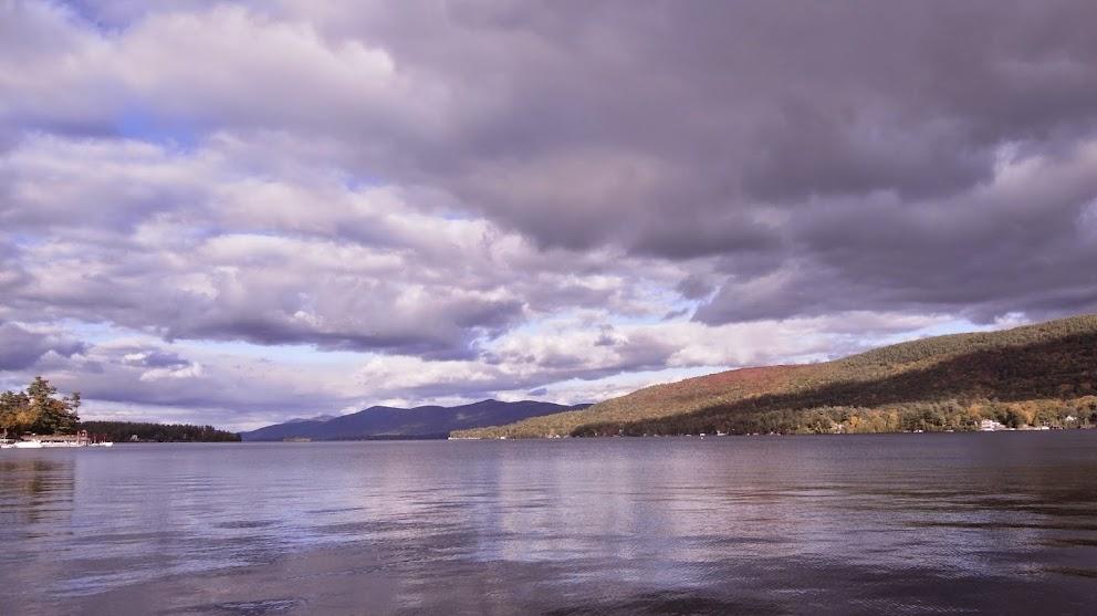 可惜陰天光線沒那麼好,不然湖光山色再加上多變的雲,怎麼拍都會漂亮