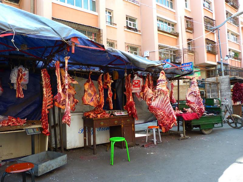 XINJIANG. Urumqi, Grand Bazar, 8 avril - P1270333.JPG