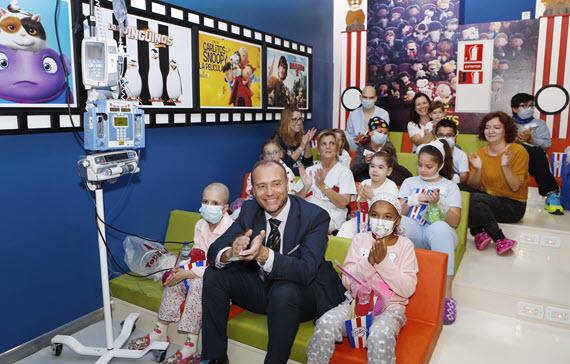 Sala de cine infantil para los niños en el Hospital Gregorio Marañón