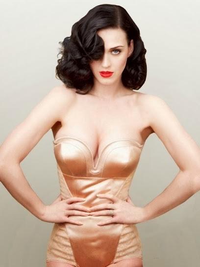 Katy Perry, desnuda posando