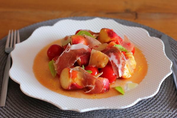 Gegrillter Tomaten-Pfirsich-Salat mit Coppa