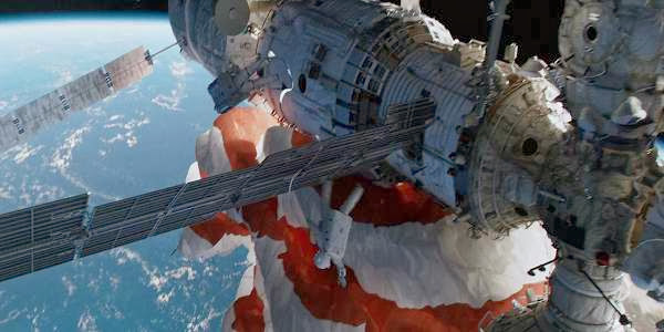 Screen Shot Of Hollywood Movie Gravity (2013) Download And Watch Online Free at Alldownloads4u.Com