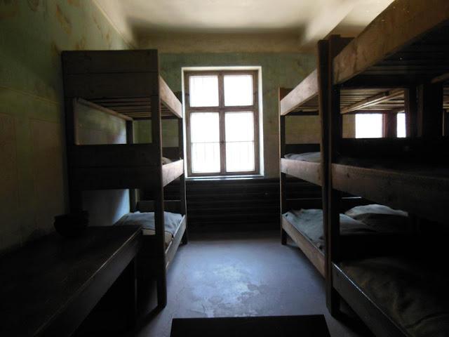 Literas en el barracón de Auschwitz