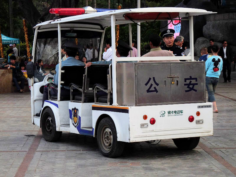 le véhicule de la police.Gu Lang Yu