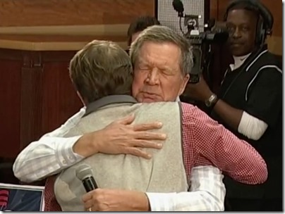 kasich-the-hug