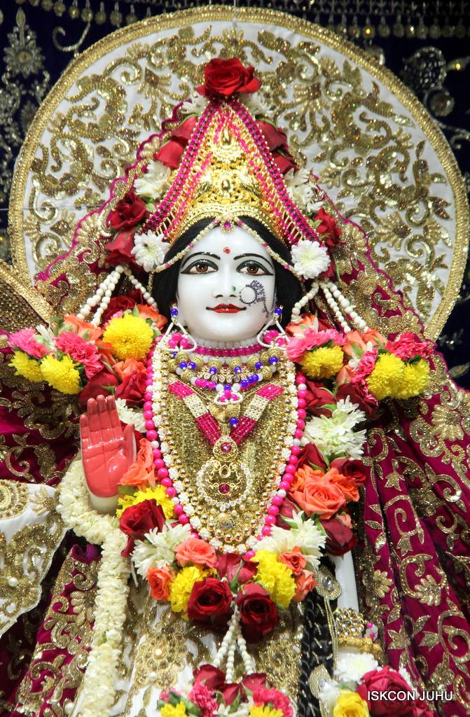 ISKCON Juhu Sringar Deity Darshan on 11th Sep 2016 (46)