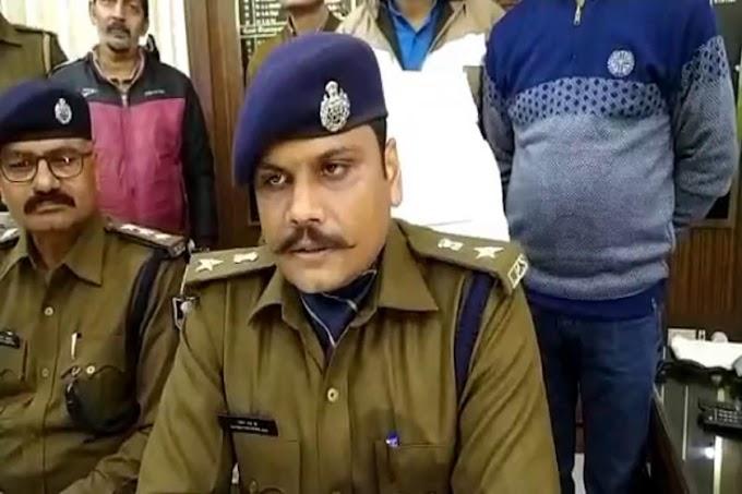 मोतिहारी: सरकारी पिस्तौल के साथ वायरल फोटो पर एसपी ने ढ़ाका दारोगा को निलंबित कर जांच के आदेश दिए.