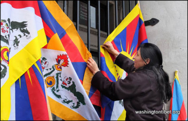 Global Solidarity Vigil for Tibet in front of the Chinese Consulate in Vancouver BC Canada 2/8/12 - 72%2BDSCF0010.jpg