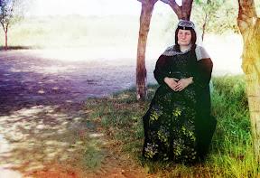 Грузинка позирует фотографу, 1910 год