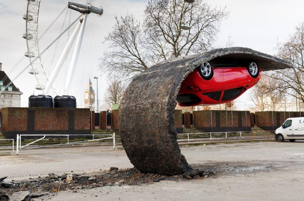 alex-chinneck-upside-down-car-2