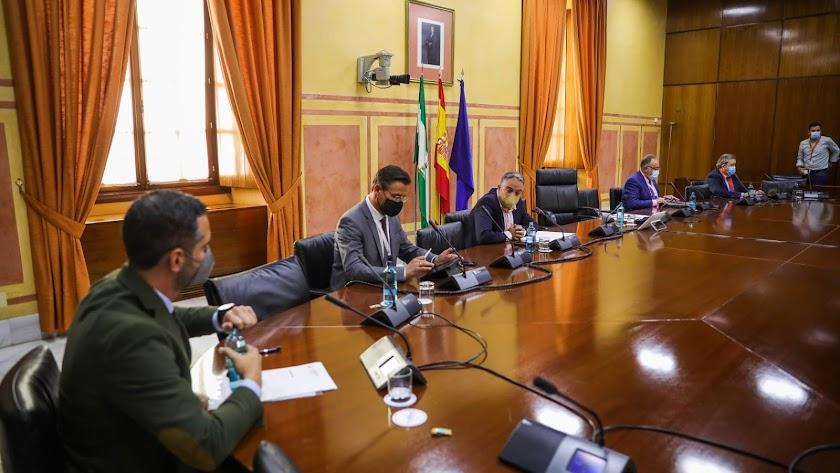 El alcalde de Almería, en la reunión de esta tarde en el Parlamento.