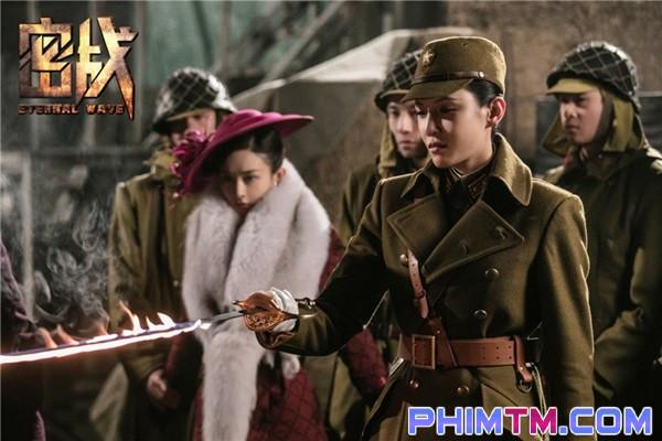 Triệu Lệ Dĩnh đánh úp người hâm mộ bằng loạt ảnh đầy quyền lực - Ảnh 6.
