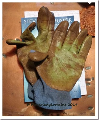 01-01-old-gloves