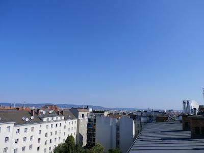 Das aktuelle Wetter in Wien-Favoriten am 26.06.2015  Ein traumhafter Sommertag steht uns bwevor! Schon die Nacht war nicht mehr so kühl mit 14,7°C wie die vergangenen und es wird heute angenehm warm mit Werten um die 27 Grad. Schon jetzt um 9:55 Uhr haben wir eine Temperatur von 20,7°C erreicht. Den ganzen Tag über scheint die Sonne. Gegen Mittag und am Nachmittag tauchen ein paar Wolken auf, die aber harmlos bleiben. Perfektes Wetter auch für das Donauinselfest.  Weitere Wettermeldungen und Impressionen vom Tag:http://weatherman68.info/2015/06/26/das-aktuelle-wetter-in-wien-favoriten-am-26-06-2015ein-tr/  #wetter  #wien  #favoriten  #wetterwerte  #dif2015  #sommer2015
