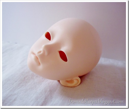 An msd sized ball jointed doll head that is pondering life.