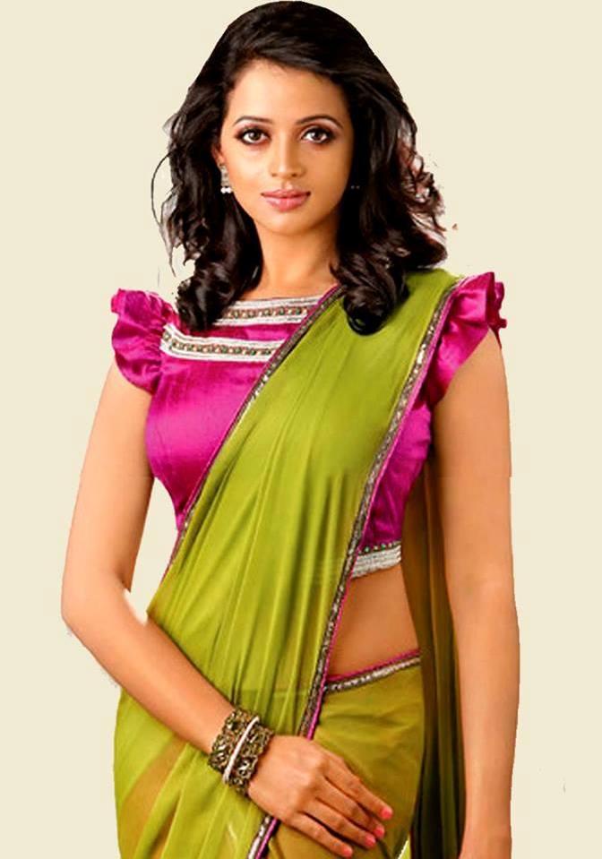 Gorgeous Actress Bhavana Menon epic hot stills in Saree pic
