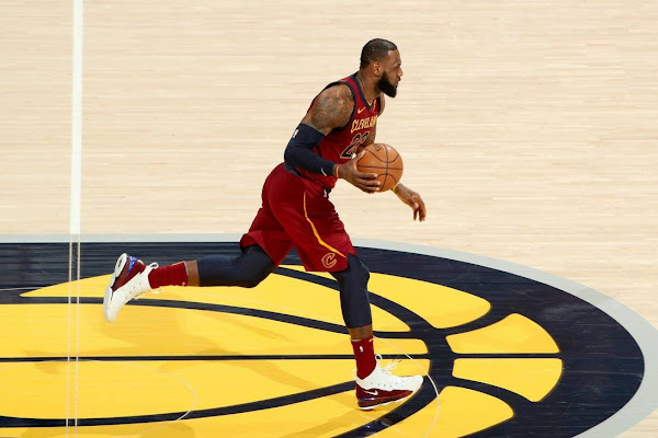 LBJ Debuts First Game AZG Nike LeBron 15 in Game 3 Loss