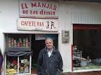 Mansur Escudero frente a un puesto de zumos