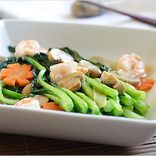 Chinese Vegetable (Choy Sum) with White Sauce.