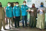 Dinsos Aceh Besar, BSI Serahkan Buku Tabungan dan Kartu KKS KPM PKH di Pulo Aceh