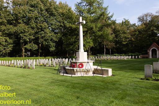 herdenkingsdienst  en een stille tocht naar het Engelse kerkhof 12-10-2014 (58).jpg