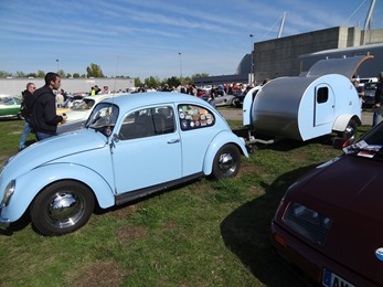 2017.09.23-028 VW Coccinelle et sa caravane