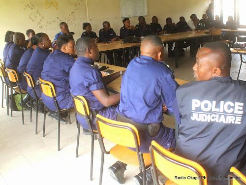 Formation de policiers, en septembre 2014 à Kinshasa. Radio Okapi/Ph. John Bompengo
