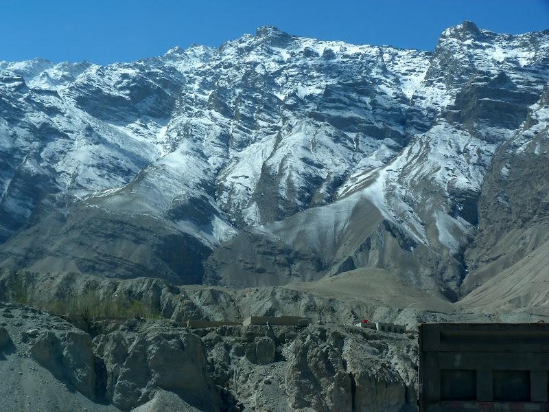 XINJIANG. Karakoram Highway, lune des plus haute route au monde, en passant a 4400 m - P1280479.JPG
