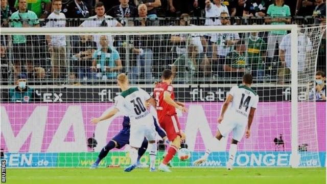 Lewandowski sets opening-day record as Bayern begin with draw