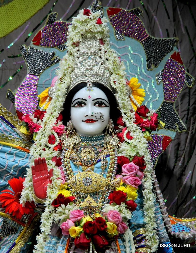 ISKCON Juhu Sringar Deity Darshan on 19th Oct 2016 (44)