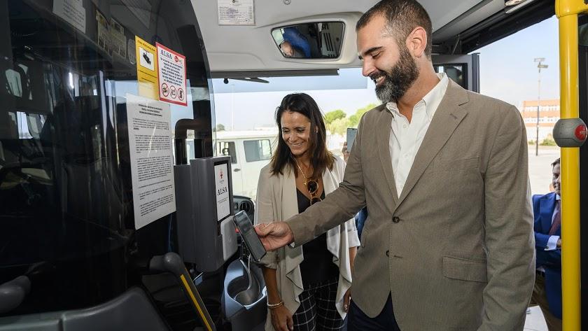 El pago móvil, una de las opciones para subir al autobús urbano.