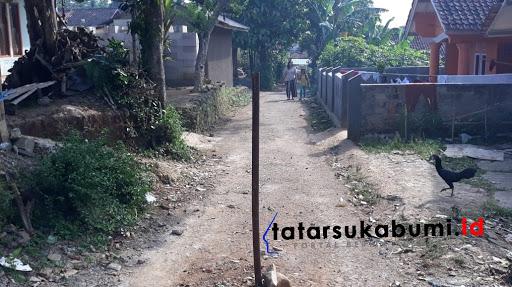 Warga Galau Jalan Lingkungan Desa Sukamulya Cikembar Dipasangi Patok Besi