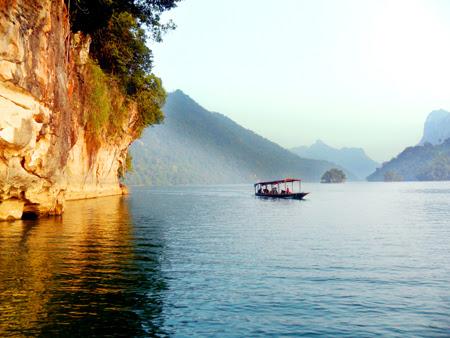 Hồ Ba Bể - điểm du lịch sinh thái hấp dẫn của Bắc Kạn