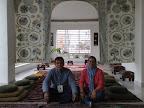 Julian Zapata y Fanny Ochoa en la sala de oración del Centro Cultural Islámico de Colombia