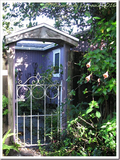 07-14-plum-cottage-entry-gate