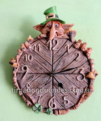 Reloj Leprechaun Pieza Unica www.tirnanogduendes.com.ar