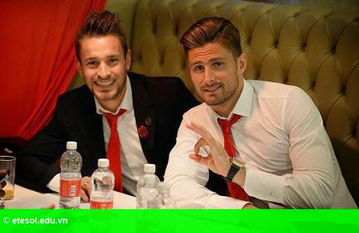 Hình 4:   Dàn sao Arsenal bảnh bao đi dự tiệc
